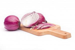 close-up-of-sliced-red-onion-and-whole-red-onion-on-a-wooden-table_1088-903